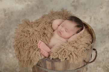 Schlafendes Baby in der Wanne