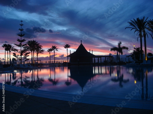 canvas print picture Sonnenuntergang am Pool