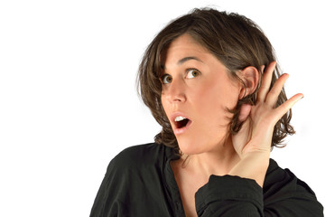 donna che cerca di udire