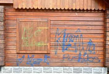 Schrift an Holzwand