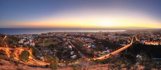 Panoramique de St-Denis de La Réunion à l'aube.
