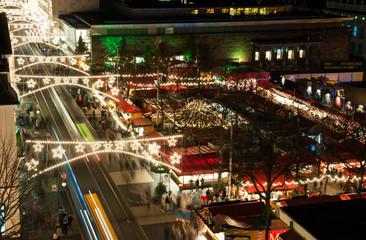 weihnachtlich geschmückte Stadt in Deutschland
