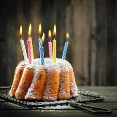 Rührkuchen mit Kerzen