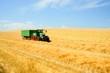 Leinwandbild Motiv Getreideernte, Abtransport mit Schlepper und Anhänger