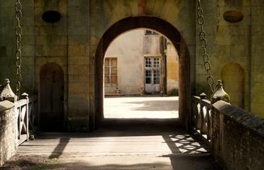 Pont levis de chateau classé monument historique