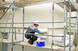 Leinwanddruck Bild - Wärmedämmung, Hausisolierung, Handwerker mit Styroporplatte