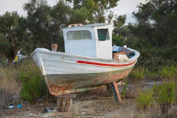 Altes Fischerboot aus Holz in Griechenland