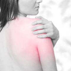 Schulterschmerzen - Schmerzpunkt rot markiert