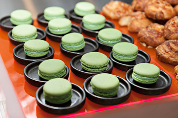 Green pea and mint macaroon