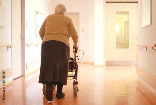 Senioren am Rollator Poster