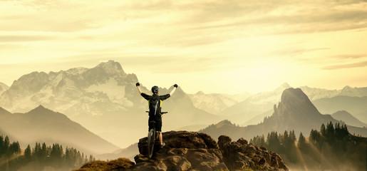 Mountainbiker auf Gipfel