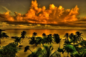 Tropischer Strand in HDR