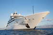 Leinwanddruck Bild - Immens große Mega Yacht: Wohlstand Konzept Milliardäre