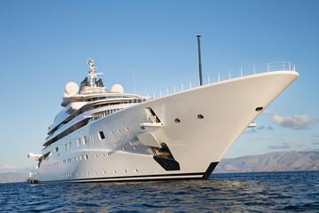 Immens große Mega Yacht: Wohlstand Konzept Milliardäre