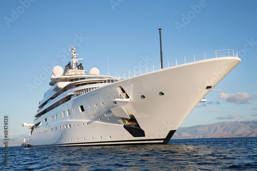 Leinwanddruck Bild Immens große Mega Yacht: Wohlstand Konzept Milliardäre