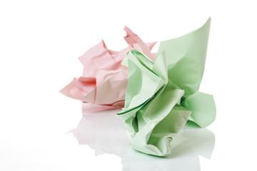 Zerknitterte Farbpapiere