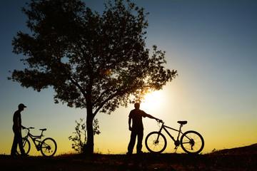 bisikletle güneşin doğuşunu izlemek