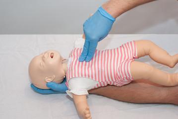 uciski klatki piersiowej dziecka