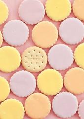 Bunte Kekse mit Zuckerguss