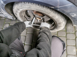 Car tire change