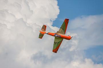Flugzeug - Modellflugzeug - Tiefdecker Kunstlufg