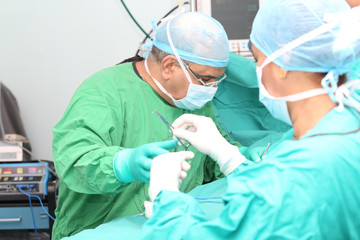 Surgeon making a suturation