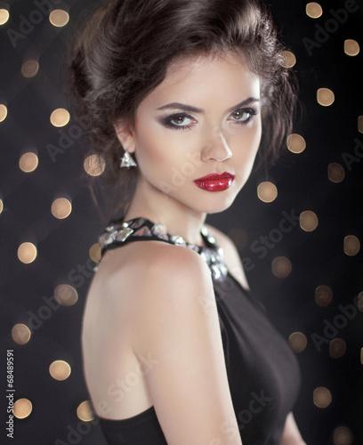 Foto op Canvas Kapsalon Beautiful brunette young woman. Fashion girl model over bokeh li