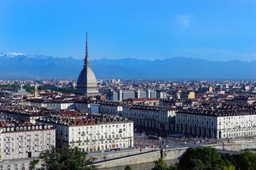 Torino, la Mole Antonelliana e le Alpi