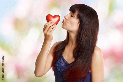 canvas print picture junges Mädchen mit rotem Herz