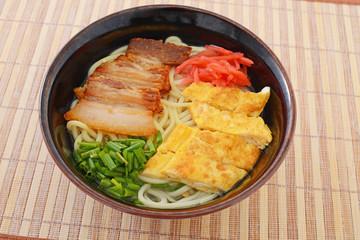 沖縄料理の沖縄そば