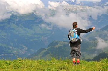 Wanderer mit Alpenpanorama