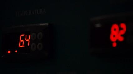 Temperature sensor, real digits running