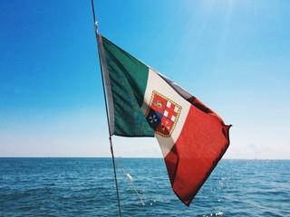 Bandiera italiana con lo stemma delle 4 Repubbliche marinare