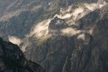 Dettaglio di parete rocciosa in alta montagna
