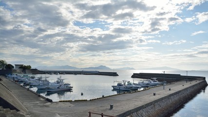 早朝の漁港