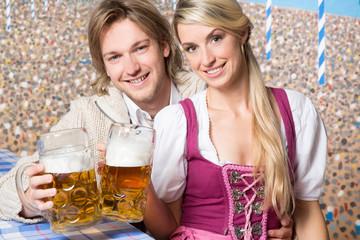 Bayrisches Paar in Tracht