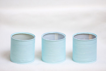 Boîtes de conserve recyclées en pots