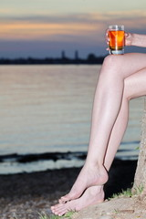 woman sitting stump glas hand