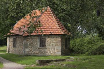 Steingebäude am Park Aueweiher Fulda