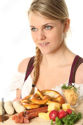 canvas print picture Frau im Dirndl mit typischen Essen