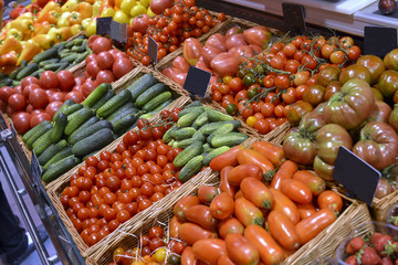showcase vegetables in a supermarket