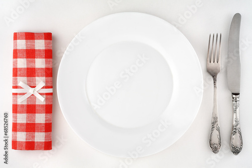 Papiers peints Table preparee Vintage cutlery set with fork, knife, plate and red napkin.