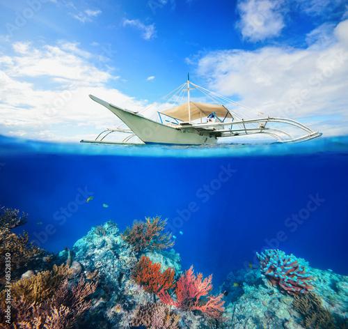 Underwater scena coral reef - 68528350