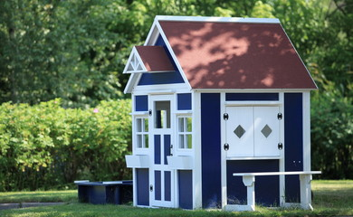 playhouse  in the backyard for kids