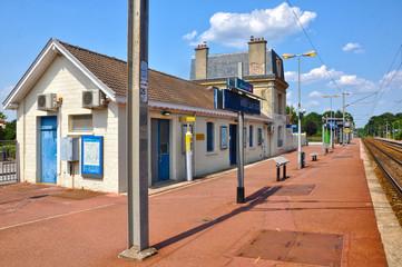 Méry-sur-Oise, estación de ferrocarril, trenes, Francia