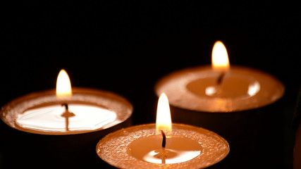 Candles light, candlelights