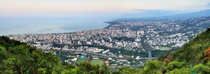 Ville de St-Denis, chef-lieu de la Réunion.