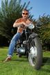canvas print picture - Mann auf altem Motorrad