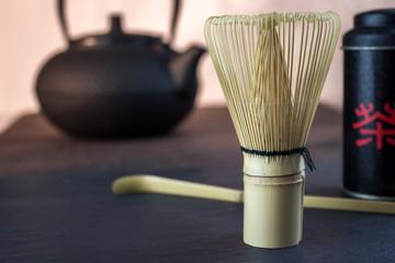Teebesen, Bambus, Teekanne mit Teedose