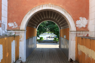 Arch of old river station